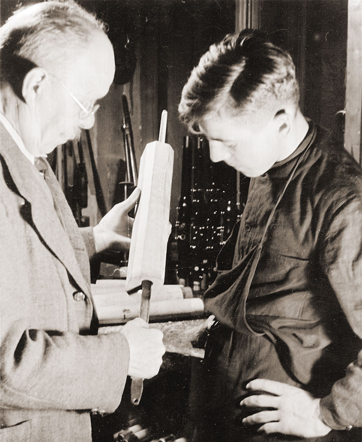 Vinzenz Püchner with apprentice, Graslitz, around 1938